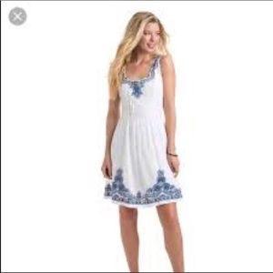 Vineyard vines white embroidered dress